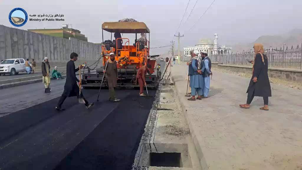 اعمار و ساختمان سرک پوهنتون ولایت لغمان ۶۳ فیصد پیشرفت کاری دارد