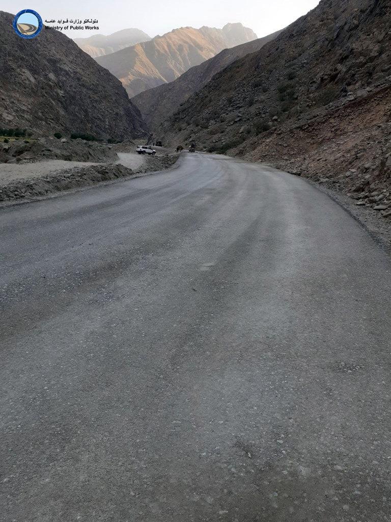 ساختمان سرک ولسوالی فرخار - ورسج ولایت تخار ۷۴ فیصد پیشرفت کاری دارد